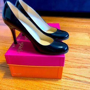 Kate spade Karolina black patent pumps 6.5